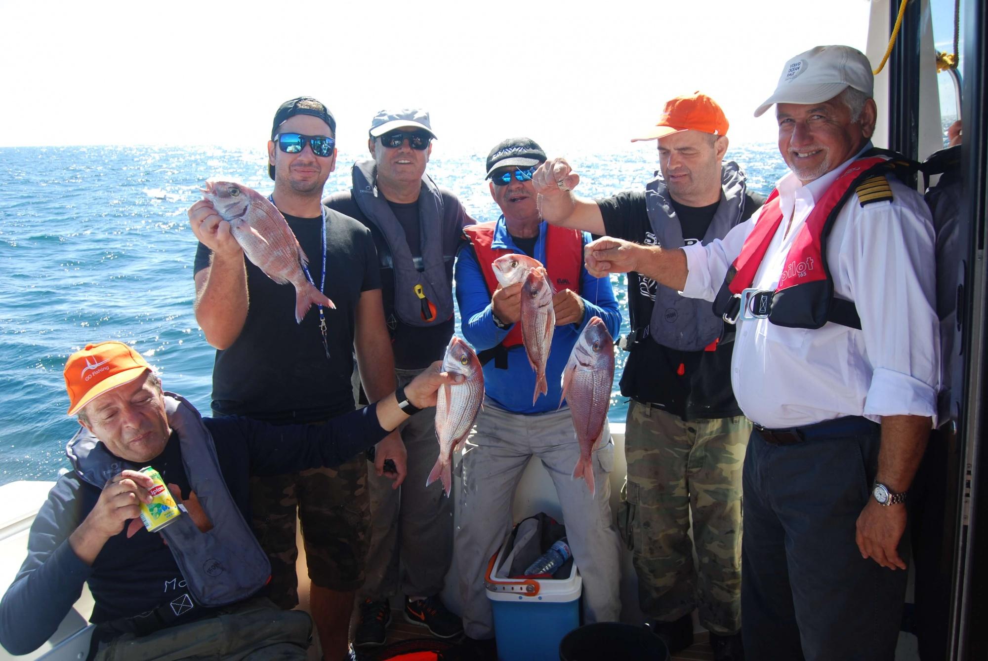 Foto de família da saída de pesca na embarcação Go Fishing III